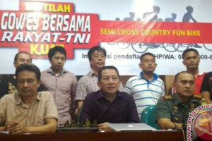 Hujan tak halangi bersepeda bareng TNI-rakyat