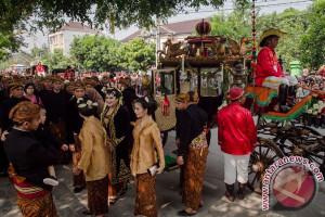 Ribuan warga Medan saksikan kirab budaya Kahiyang-Bobby