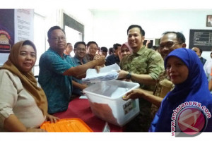 Akbar-Hernoe serahkan syarat dukungan ke KPU Palembang