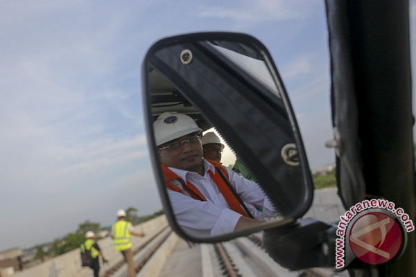 Menhub Tinjau Pembangunan LRT Palembang