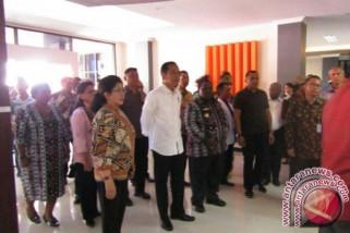 Presiden Jokowi disambut alat musik suling tambur