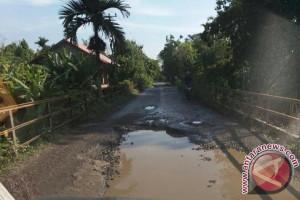 Masyarakat Padang minta perbaikan jalan rawan kecelakaan