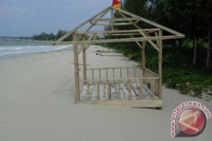 Warga minta pemerintah perbaiki fasilitas pantai penganak