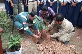 Jejak indonesia ajari pelajar buat pupuk kompos