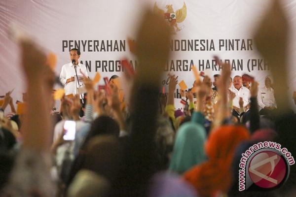 Penyerahan KIP dan PKH di Palembang