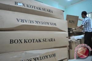 KPU OKU mendistribusikan kelengkapan DP4