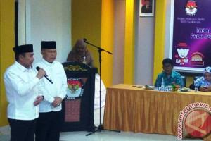 Pimpinan parpol antarkan Mularis-Syaidina ke KPU Palembang