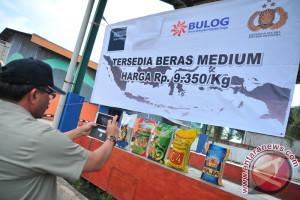 Ribuan ton beras dijual murah