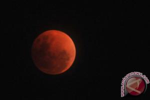 Gerhana bulan di Palembang