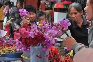 Pedagang bunga musiman di kawasan Pecinan