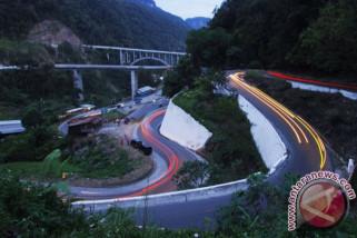 Kemacetan panjang di Jalan Bukittinggi-Kelok 9