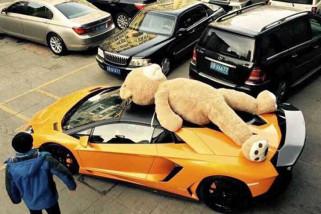 China larang pemasangan boneka di atap mobil