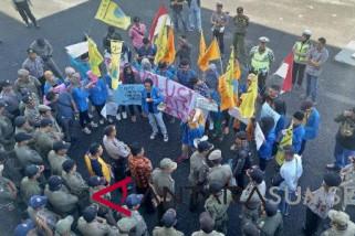 Puluhan mahasiswa demo ke DPRD OKU  menolak UU MD3