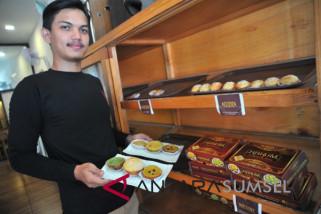 Melestarikan kuliner Palembang di kedai kue 'Harum'