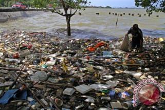 Limbah plastik segera kalahkan semua ikan di Samudra