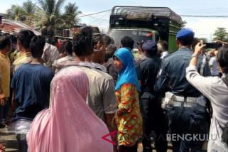 Nelayan Bengkulu demo minta mengoperasikan trawl