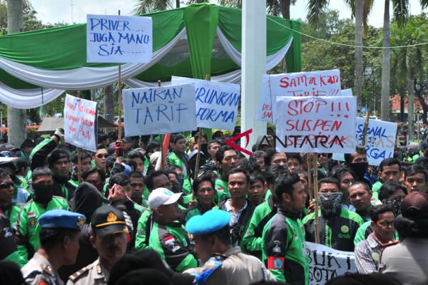 Ojek daring di Palembang lakukan aksi 234
