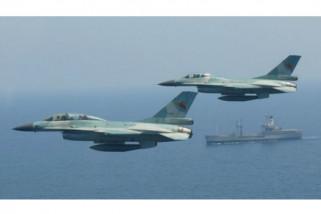 Rombongan Panglima TNI dikawal empat pesawat F-16