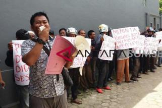 Puluhan massa  demo minta DPT Palembang dibatalkan