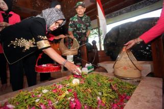 Ibunda Presiden Jokowi ziarah ke makam Bung Karno di Blitar