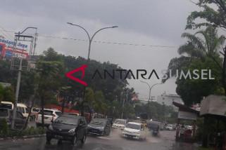 Hujan sekejab, Begini kondisi jalan protokol Palembang