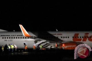 Sayap Lion Air rute Bengkulu-Jakarta senggol lampu bandara