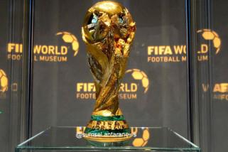 Mantan pelayan kebersihan dan tukang listrik berhadapan di Piala Dunia