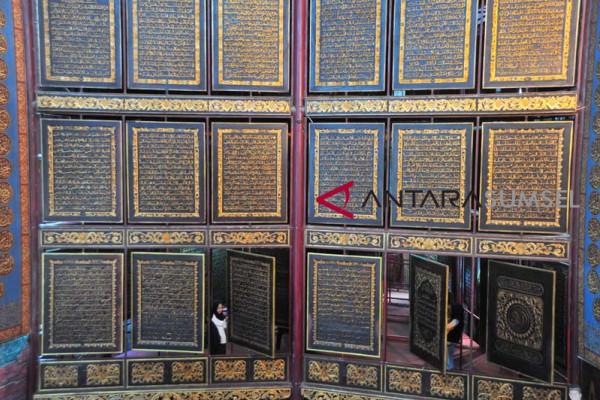 Wisata Religi Bait  Al Quran Raksasa  Al Akbar
