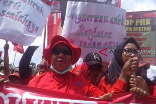 Ribuan buruh gelar aksi damai di Monpera dan DPRD Sumsel