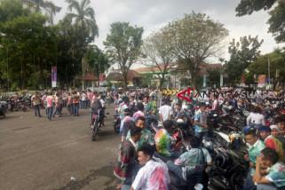 Aksi corat coret dan konvoi kelulusan siswa SMA