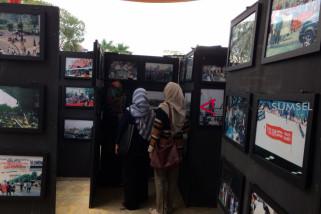 Pameran foto perjuangan mahasiswa tolak orde baru
