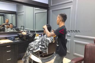 Barbershop 'Burooj' pangkas rambut bernuansa dan bersyariat islam