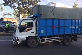 Polda Sumsel tertibkan truk barang jalur mudik