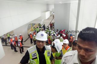 Menteri Perhubungan naik LRT Palembang