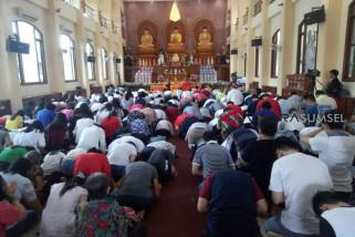 Ribuan umat Buddha khidmat rayakan puncak Bakti Waisak 2562 BE