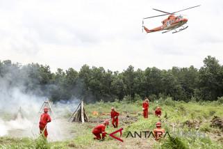 Dua helikopter antisipasi kebakaran hutan tiba di Palembang