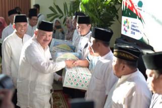 PT Semen Baturaja bagikan 19.500 paket sembako