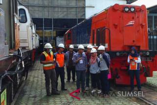 Tim Kementerian ESDM-ITB  cek depo lokomotif Palembang