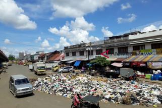Kadin DLHK kewalahan atasi sampah di pinggir Ampera