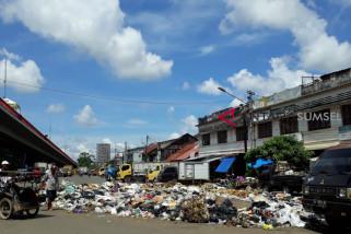 Sampah di pasar Baturaja capai tujuh ton