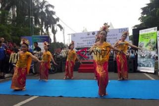 Siswa dengan gangguan pendengaran lihai menari Bali
