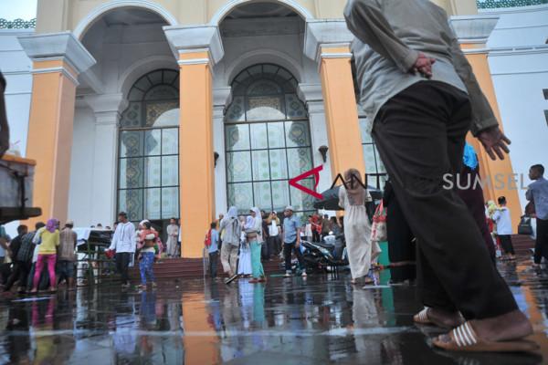 Shalat Idul Fitri di Masjid Agung Palembang