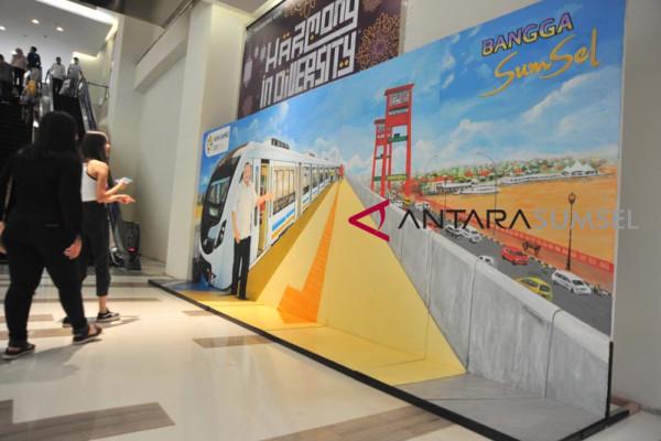 Mural sosialisasi Kereta LRT
