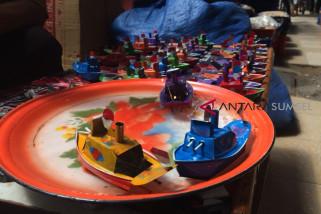 Mainan kapal ketek Palembang masih tetap 'berlayar'