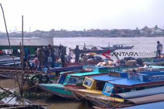 Warga pesisir pilih transportasi sungai karena cepat dan lebih nyaman