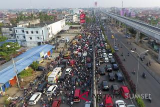Kemacetan di Jembatan Ampera