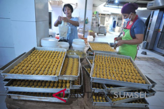 Jelang lebaran produsen kue kering banjir pesanan