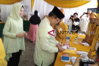 Cagub Sumsel Dodi Reza Alex nyoblos di Palembang