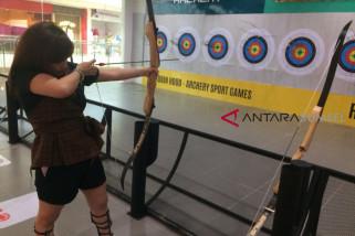 Uji kemampuan memanah di Robinhood Archery OPI Mall