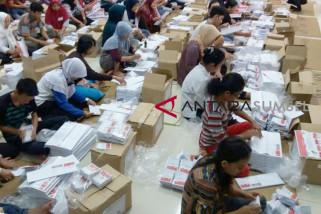 Warga Palembang lipat surat suara Pilkada Sumsel